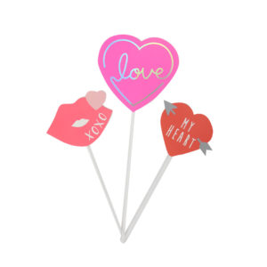 Daiso-kitchen-valentines-love-cake-topper